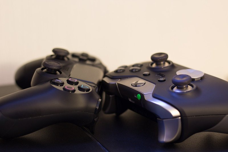 Controle do PS4 e Xbox One